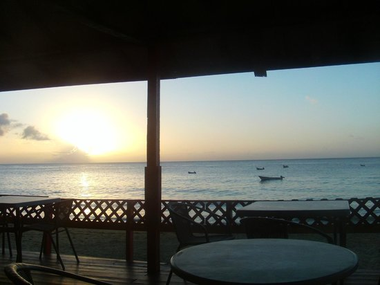 Cascreole Bar & Beach Club: sunset