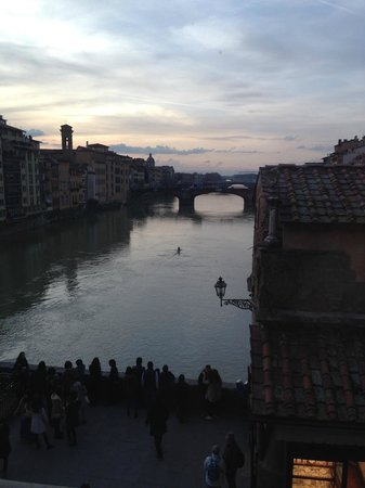 Galerie des Offices : View down the Arno from the Vassari Corridor