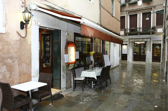 Trattoria in Campieo: Outside
