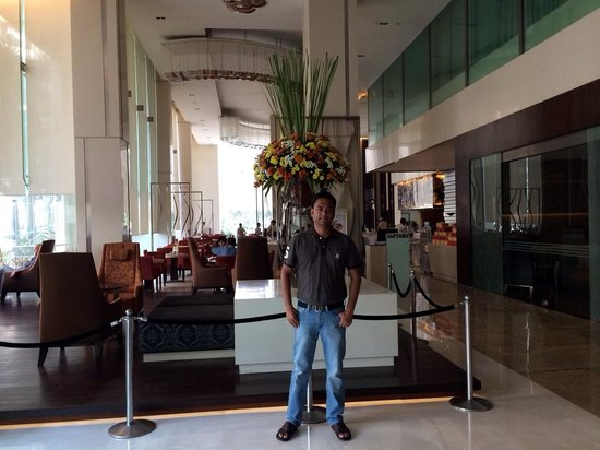 Holiday Inn Mumbai International Airport: In front of Saptami