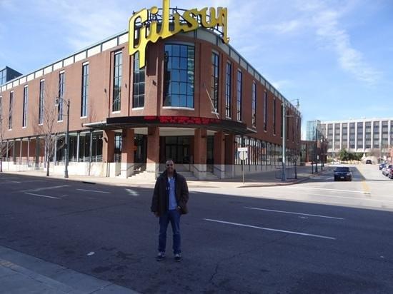The Westin Memphis Beale Street: em frente ao hotel