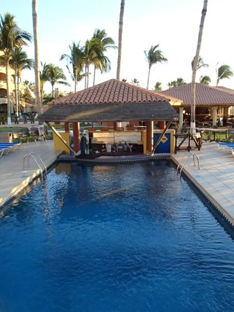 Worldmark Coral Baja: Swim-up bar