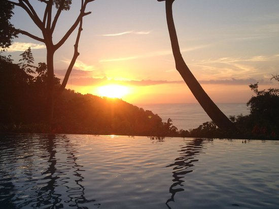 Makanda by the Sea: Sunset view from pool