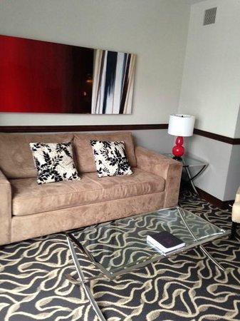 Le Saint-Sulpice: Deluxe Suite living room