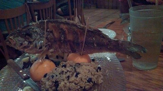 Captain Charlie's Reef Grill : whole snapper