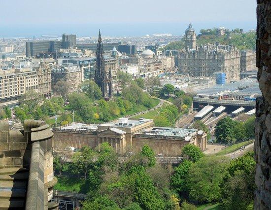 """Castillo de Edimburgo: The """"Rocket"""" from the Castle"""
