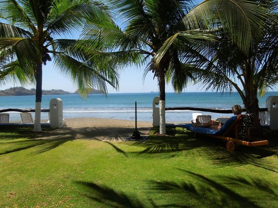Bahia del Sol Beach Front Hotel & Suites : Beach view