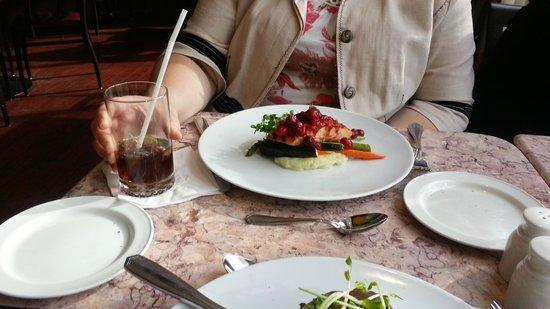 Chardonnay Restaurant & Lounge: Chicken Supreme