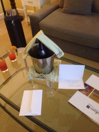Hotel Riu Palace St Martin: Champagne no quarto! Delicious