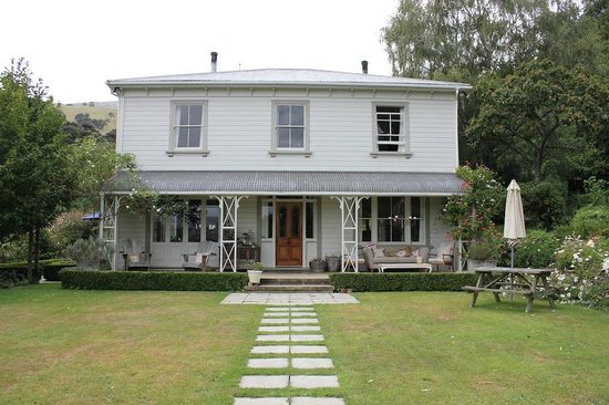 Coombe Farm Bed and Breakfast: the house