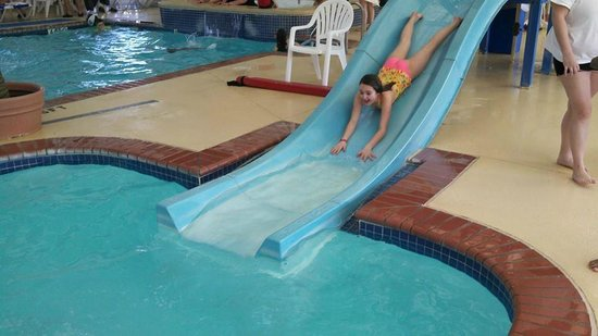 Francis Scott Key Family Resort : Waterslide at the indoor pool