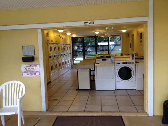 Miami Everglades Resort: Laundry room