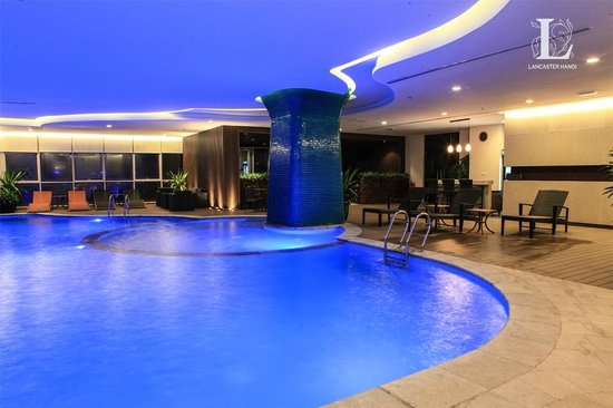 Lancaster Hanoi : Relax by the pool with stunning views over Hanoi