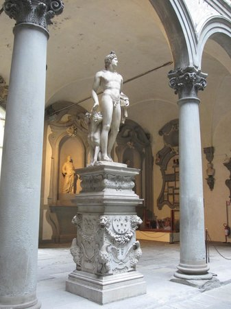 Palazzo Medici Riccardi : Statue in the courtyard