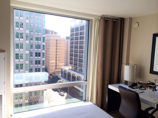 Hyatt Arlington: Daytime view 9th floor
