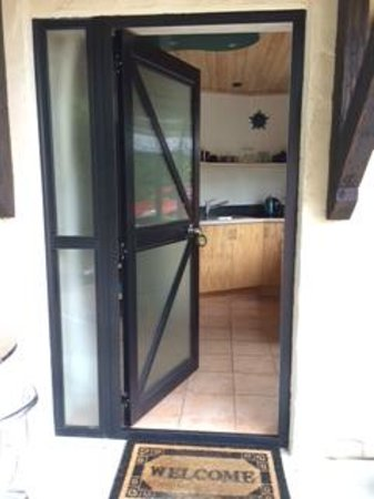 The Chalet Boutique Motel : Entrance into kitchen and bedroom