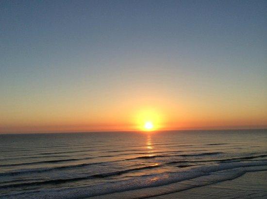 Hyatt Place Daytona Beach - Oceanfront : View of Sunrise from balcony