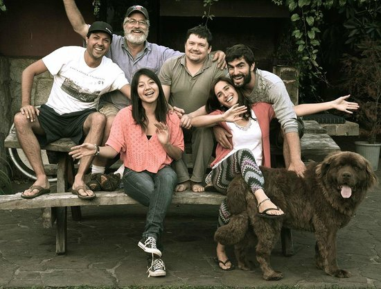 Etnico Eco Hostel: Toute l'équipe de bonne humeur au complet