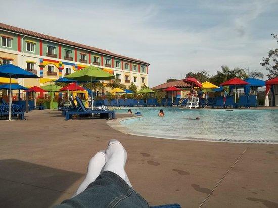 LEGOLAND California Hotel : The pool area at the hotel