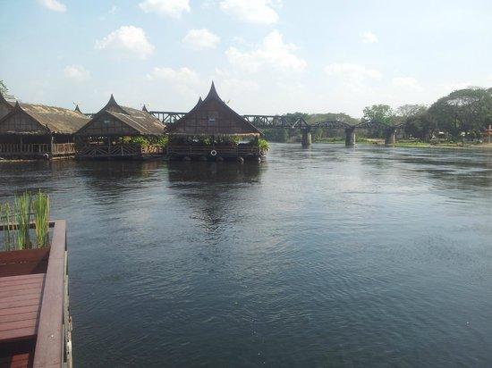 Keeree Tara Restaurant: vista para a ponte