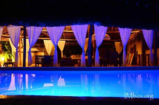 CoCo Beach Resort : pool at night