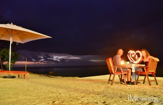 CoCo Beach Resort : dinner on the beach
