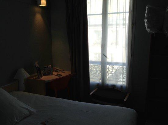 Ibis Paris Levallois Perret: room