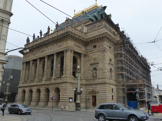 National Theater : Lateral