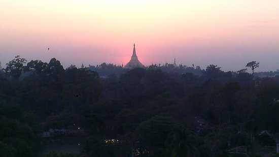 Chatrium Hotel Royal Lake Yangon : view from room