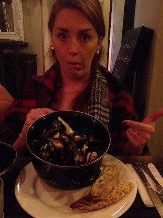 The Priory Bar & Kitchen: Pot of muscles. Delicious