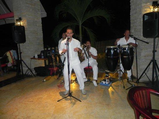 Decameron Barú: musica en vivo todas las noches