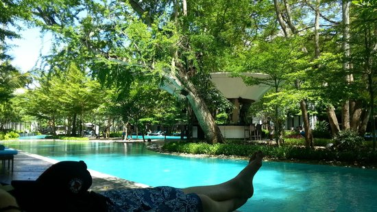 Courtyard by Marriott Bali Nusa Dua Resort : Pool view, I just wanted to sit in the pool all day long