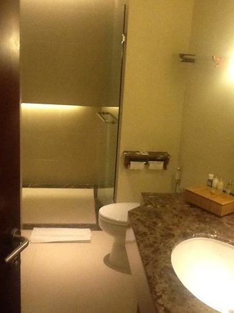 Padma Resort Legian : chalet bathroom