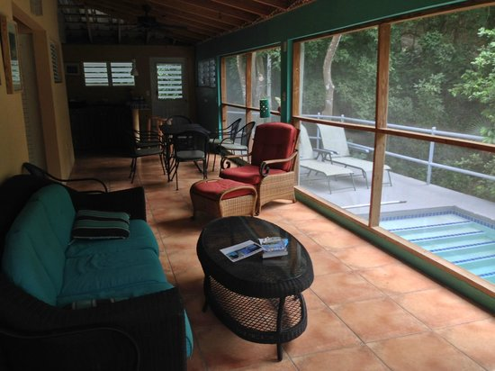 Casa Resaca : The main guest house shared 'living room' and dunking pool