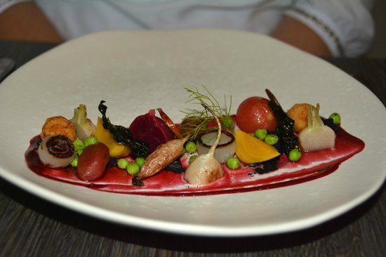 Emerson's Cafe & Restaurant: Assiette of Baby Vegetables, Crumbled Binnorie Goats Cheese (from the Main Menu Selections)