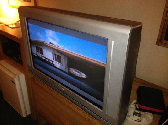 Baymont Inn & Suites Traverse City: Old outdated TV