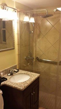 Avenue Plaza Resort: bathroom