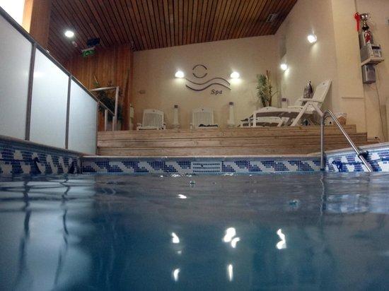 Hotel Canal Beagle: Piscina climatizada