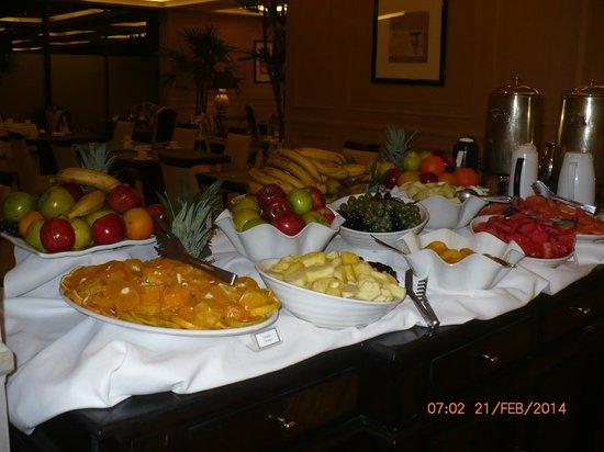 Diplomatic Hotel: Desayuno continental y variado
