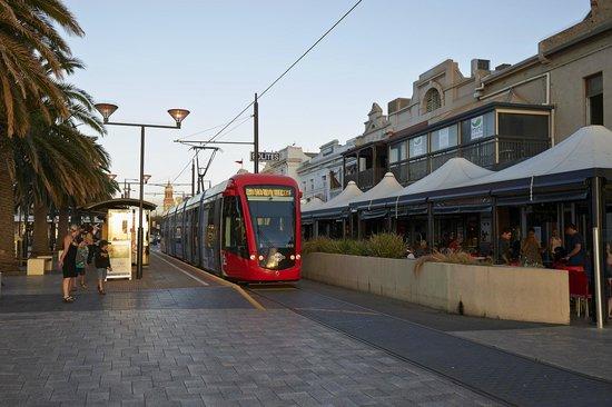 Oaks Embassy Apartment Hotel: Tram trip to Glenelg