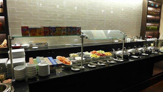 Teaneck Marriott at Glenpointe: 朝食のレストラン-3