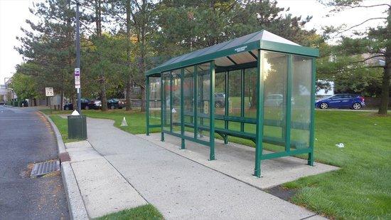 Teaneck Marriott at Glenpointe: マンハッタンからのバス停