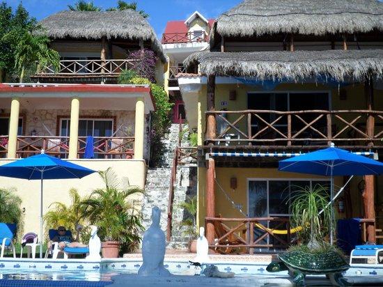 Hotel La Joya: View from the bottom garden
