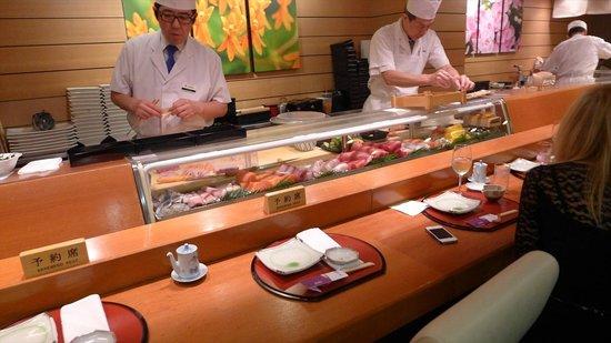 Hatsuhana Restaurant: カウンター