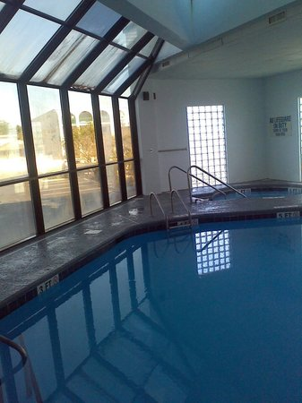 Sea Horn Motel: The indoor pool is wonderful especially on a chilly day. Its great on a hot day too.