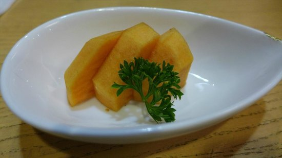 Hatsuhana Restaurant: デザート(柿)