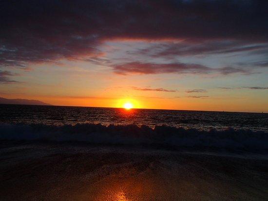 Secrets Vallarta Bay Puerto Vallarta: view at sunset from the beach