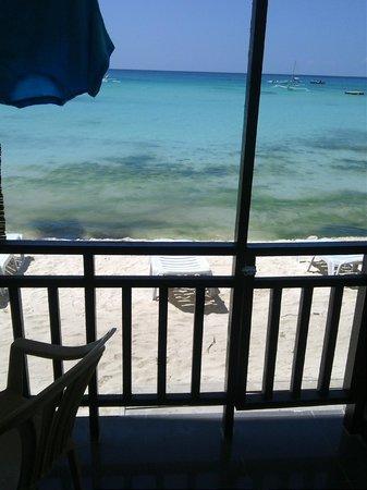 The Beach House Boracay: Вид с балкона