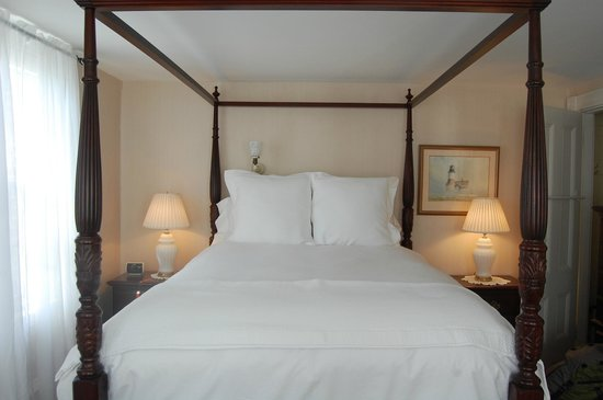 Martin House Inn: Comfortable bed