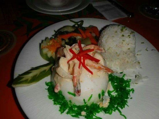 Pineapple Restaurant: Coconut shrimp volcano